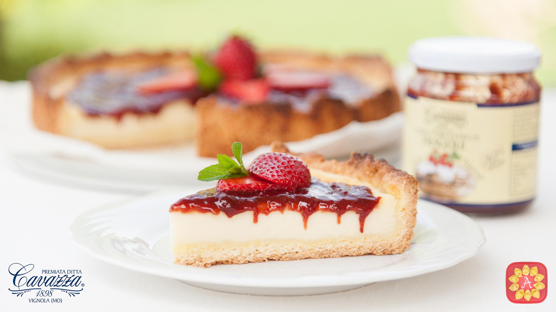 Cheesecake al forno con confettura extra di fragole