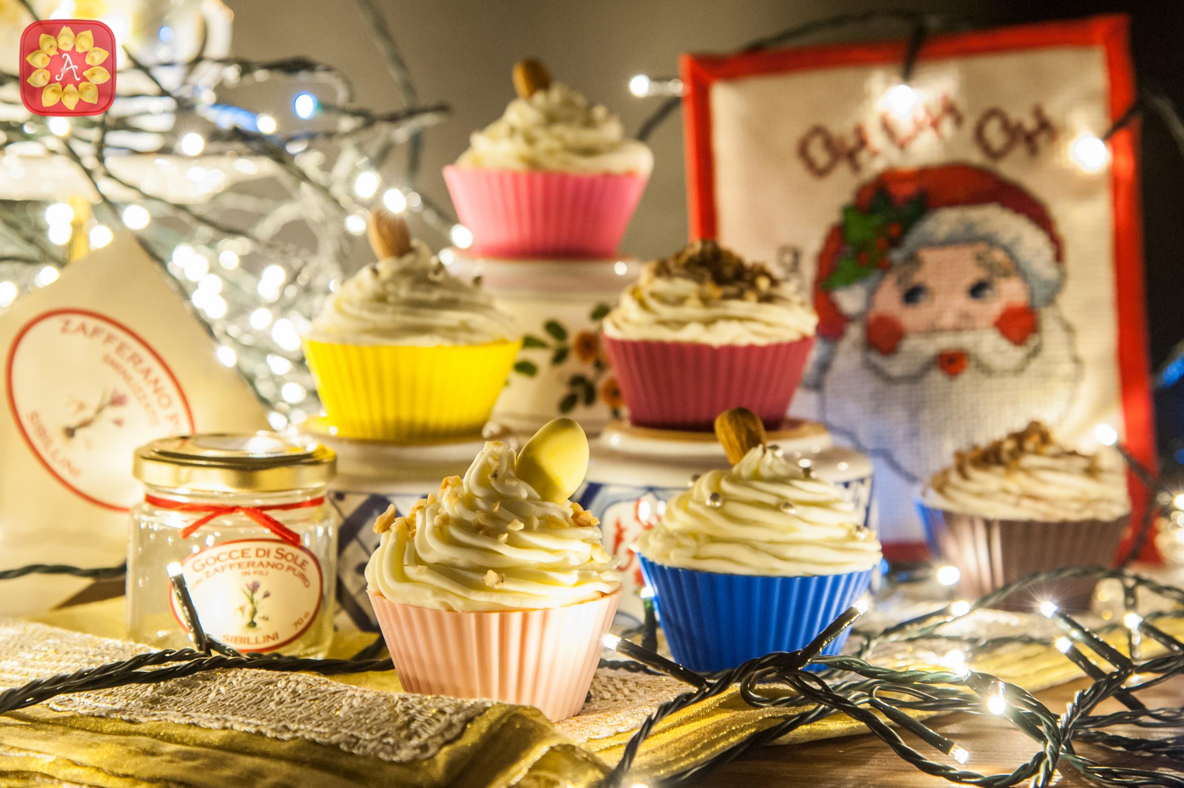 Cupcakes allo zafferano con frosting al mascarpone
